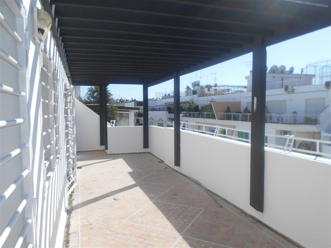 Appartement 200 m² avec terrasse à louer à Agdal à 10 minutes de Décartes